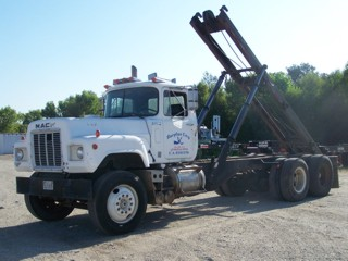 1969 Mack RS700L DP Roll-off Truck