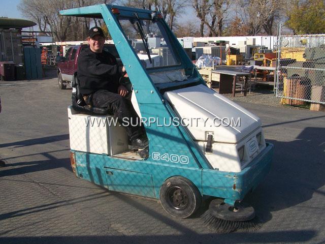 Tennant 6400 Rider Sweeper